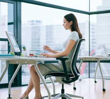 C mo calmar los dolores de espalda en la oficina oficina femenina - Sillas para la espalda ...