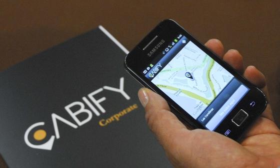 Viajar Sola Y Segura Siendo Mujer Con Estos 10 Consejos: Viaja Tranquila Con Servicios De Taxi Seguro Online