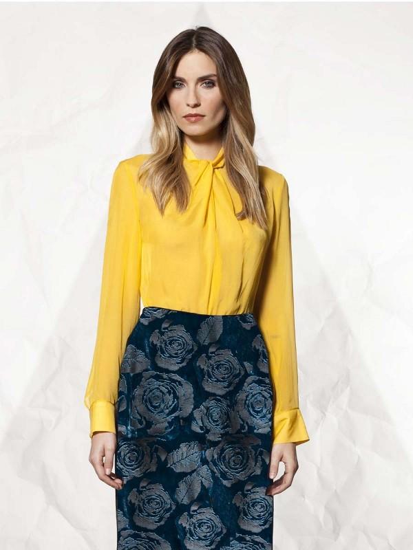 9e051b724 Súper femenina con tus blusas de gasa en la oficina | Oficina Femenina