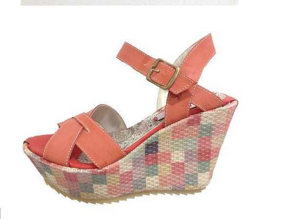 Linda combinación de colores para sandalias con plataforma